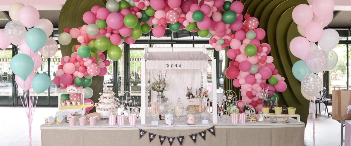buffet ballons épuré gâteaux événements enfant
