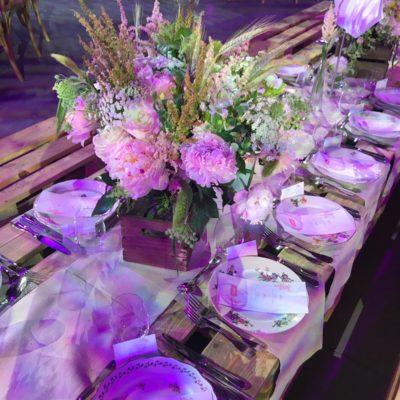 fleures, table bar mitzvah assiettes couverts